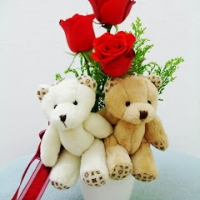 Couple bear with Holland roses box