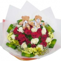 couple Bear With Flowers bunch