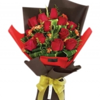 12 holland red roses bouqet